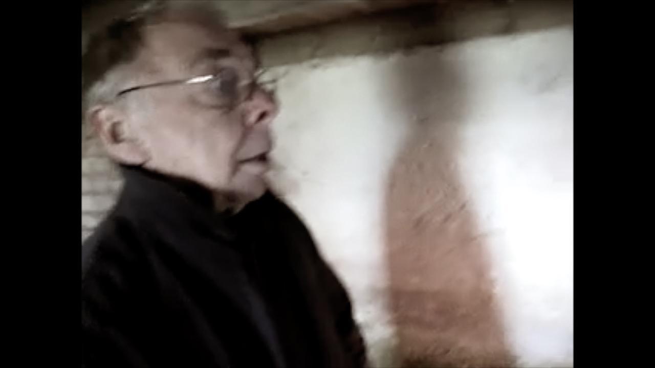 Peter går i kælderen